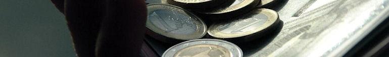 Свободные операции с валютой мешают украинской экономике
