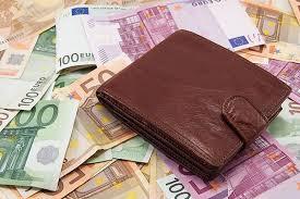 По данным экспертов, средняя зарплата в мире 1,6 тысяч долларов