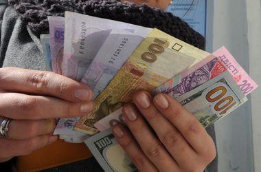 Продажа доллара превысила отметку в 16 гривен