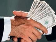 Чиновники вымогали у предпринимателя 21 тысячу долларов