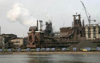 Ахметов сокращает работу предприятий в Мариуполе