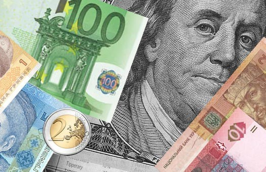 Украинцы скупают валюту миллиардами