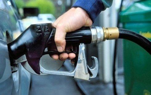 Яценюк приказал обеспечить Донбасс бензином
