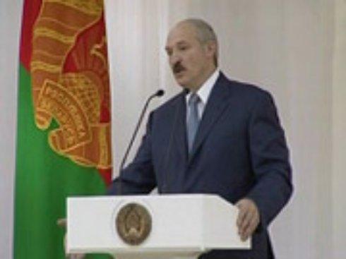 Лукашенко винит население в девальвации беларуского рубля