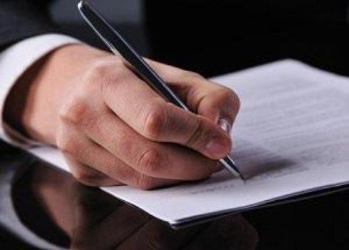 Порошенко позволил предоставлять работникам в зоне АТО бессрочные отпуска за свой счет