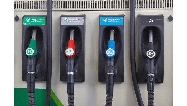 Оптовые цены на бензин продолжают падать