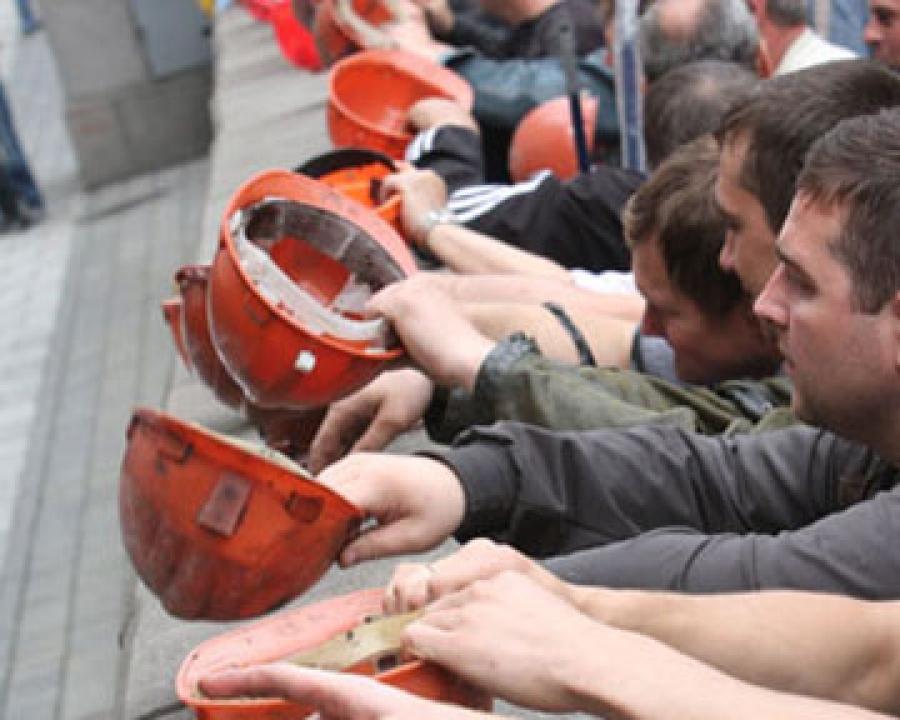 Задолженность по зарплате шахтерам обещают погасить в течение двух недель