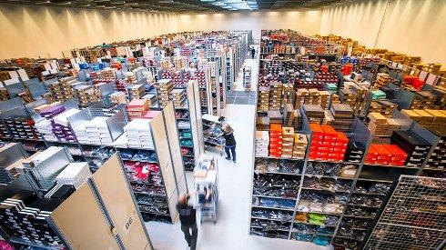 Украинские магазины одежды активно распродают складские запасы
