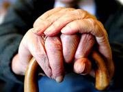 Порошенко ветирует продление права на досрочный выход женщин на пенсию до 2022