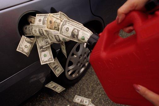 На крупных автозаправочных  станциях топливо выросло в цене  на 0,36-1,10 гривен