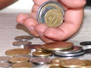В январе средняя зарплата уменьшилась на 13,9% до 3,5 тыс. гривен