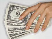 Спрос на доллары не падает, а курс может подняться до 27 грн, – эксперт