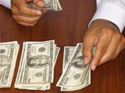 Украинцы стали охотнее расставаться с долларами
