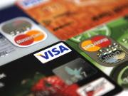 Карточками каких банков сегодня выгодно расплачиваться за границей