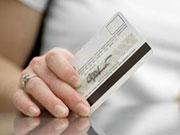 Торговцы не принимают у украинцев карточки и уходят в кэш