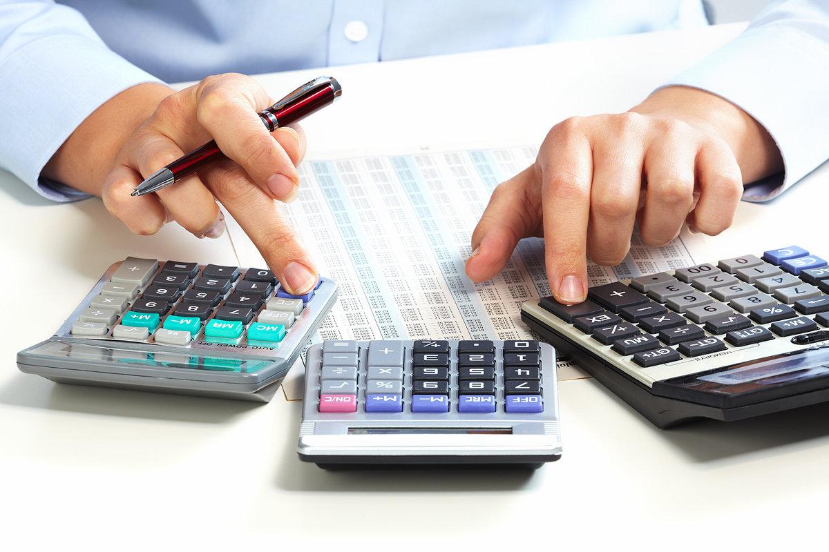 Как украинцы будут платить налоги с зарплат: три варианта