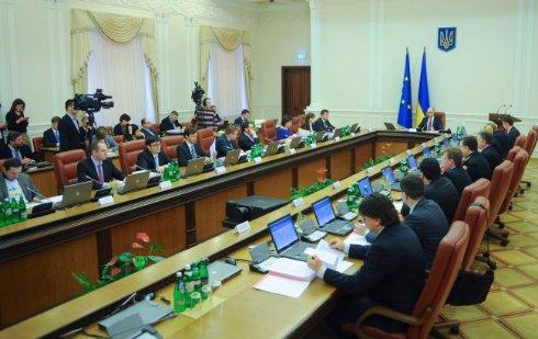 Кабмин обнародовал список разрешенных для провоза в Крым продуктов