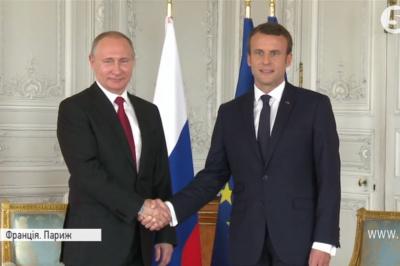 """Макрон заявил Путину, что готов усилить санкции """"за Украину"""""""