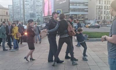 """В Москве за декламирование """"Гамлета"""" арестовали ребенка, а мать избили"""