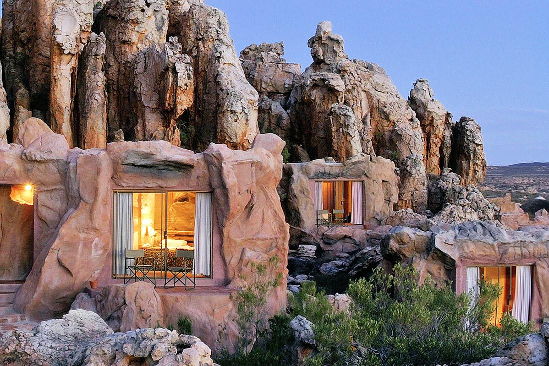 «Первобытный» отель с номерами-пещерами в Африке стал хитом сезона