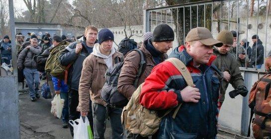 Украинцы плевали на патриотизм и бегут к «старшему брату»