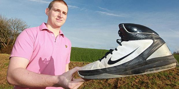 19-летний британец носит обувь 63-го размера! (фото)