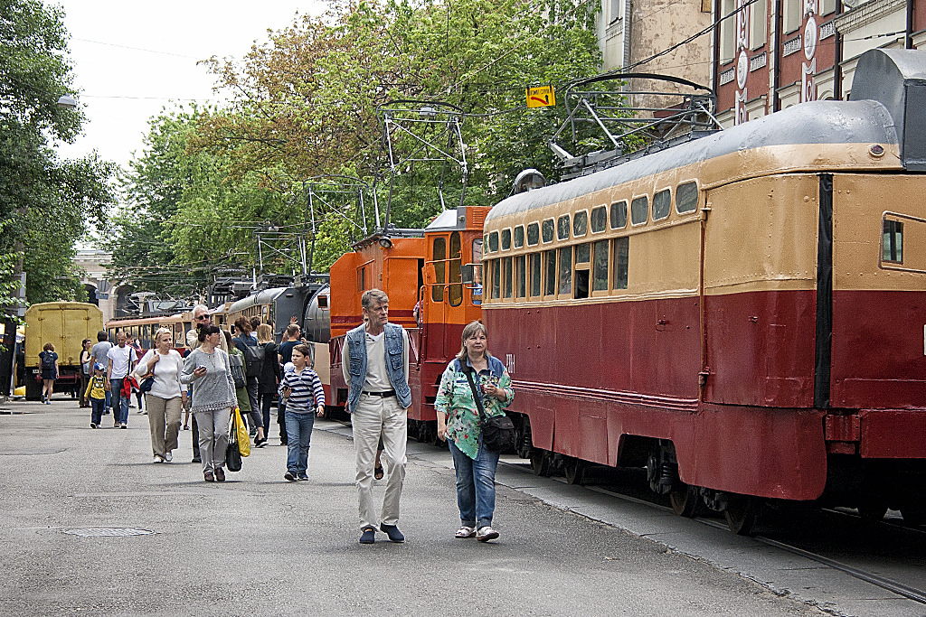 В Киеве прошел удивительный парад трамваев