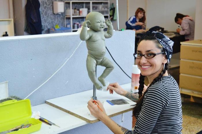 Как работает фабрика по производству роботизированных кукол-детей
