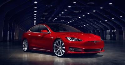Автомобиль Tesla впервые проехал на полном заряде 900 километров!