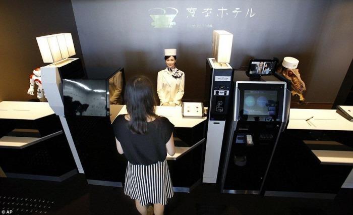Отель Henn-na – уникальное заведение, в котором обслуга из роботов