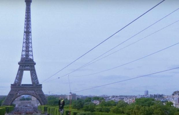 На Эйфелевой башне установили смертельно опасный аттракцион