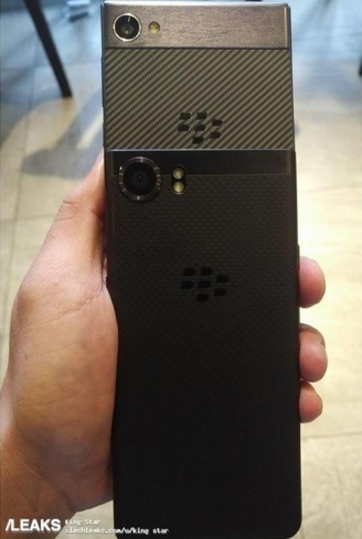Появилось фото нового смартфона BlackBerry