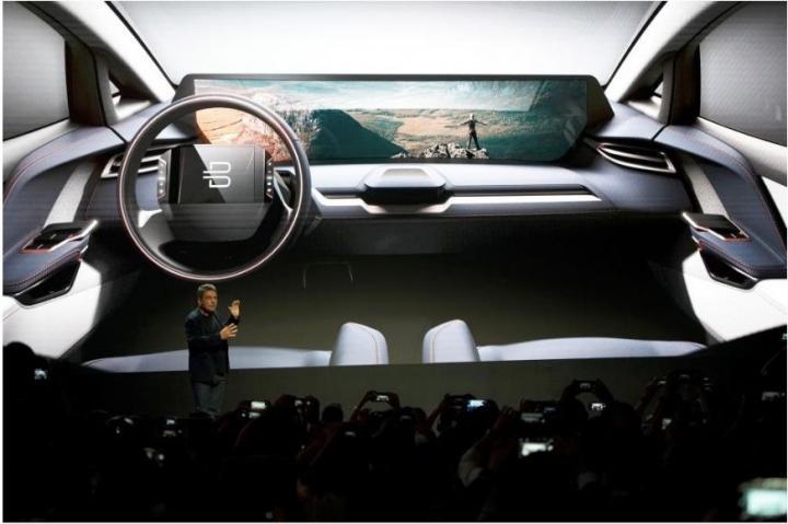 В Китае выпустят электромобиль с 1,2-метровым экраном в салоне (фото)