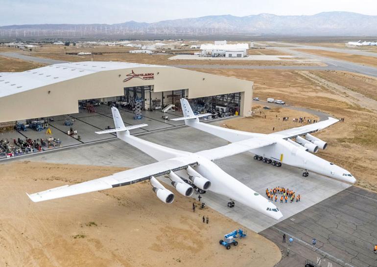 Тест двигателей крупнейшего в мире самолета Stratolaunch прошёл успешно (фото, видео)