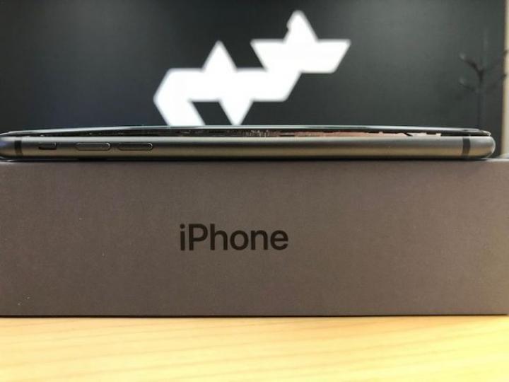 iPhone 8 Plus начали вздуваться (фото)