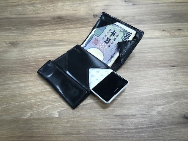 Выпущен андроид-телефон размером с кредитку