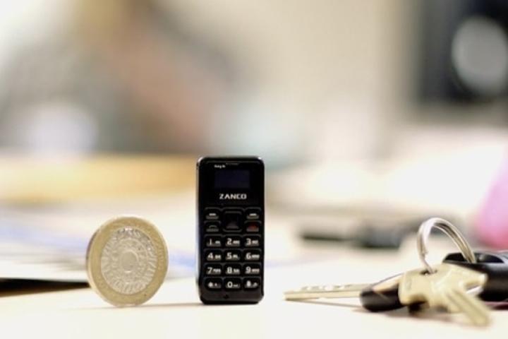 В сети показали, как выглядит самый крошечный в мире мобильник