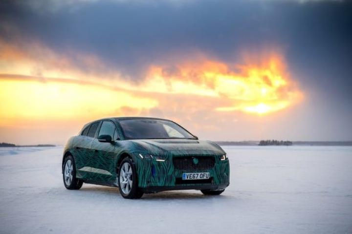 Jaguar испытал электромобиль при температуре −40°С
