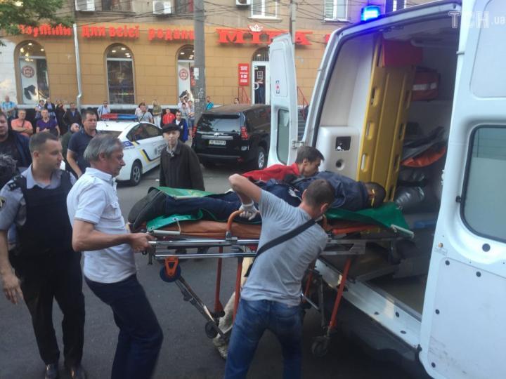 Житель Днепра прострелил ягодицу грабителю обменника (фото)