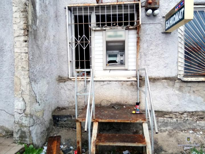 В Харькове неизвестные подорвали банкомат и ушли с добычей (фото)