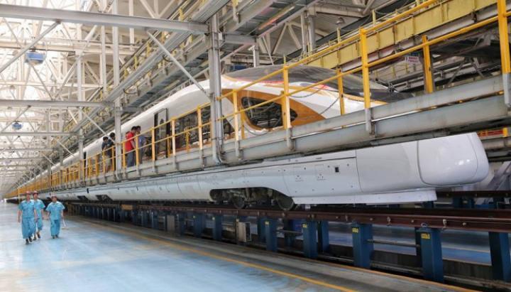 В Китае начнет курсировать самый длинный скоростной поезд в мире (фото)