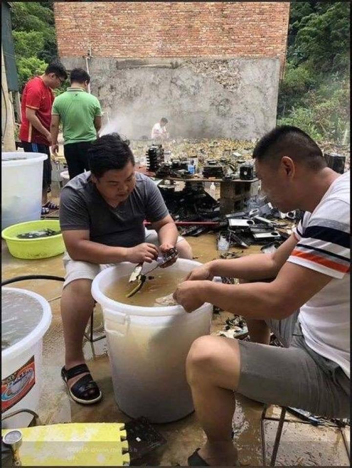 Китайские майнеры пострадали от наводнений (фото)