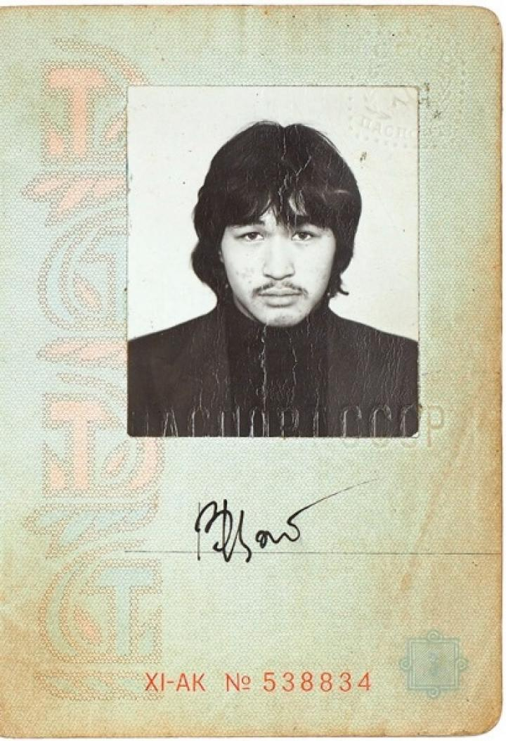 Паспорт Виктора Цоя продали на аукционе за девять миллионов рублей (фото)