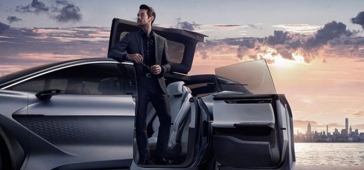 Китайский стартап представил умный электромобиль-трансформер