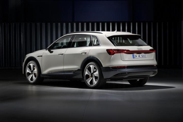 Audi представила доступную версию электрокроссовера (фото)