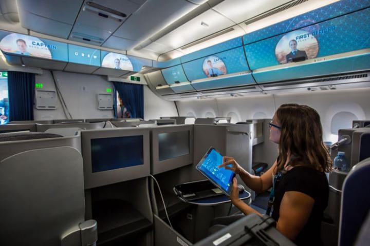 Airbus тестирует технологии «умного салона» на борту реального самолета (фото)