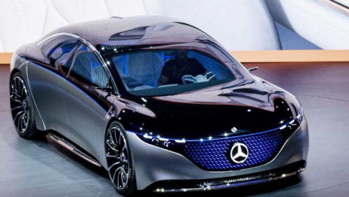 Mercedes представил дальнобойный электрокар EQS (фото)