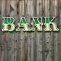 Выгодная ошибка: в США банк случайно перечислил более 100 тысяч долларов супругам