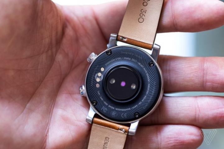 eBuyNow показала умные часы Moto 360 (фото)