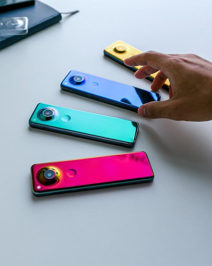 Создатель Android показал смартфон с вытянутым экраном (фото)
